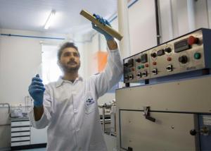 Película biodegradável da Embrapa dispensa o uso de aditivos na fabricação - Foto Vanessa Lopes