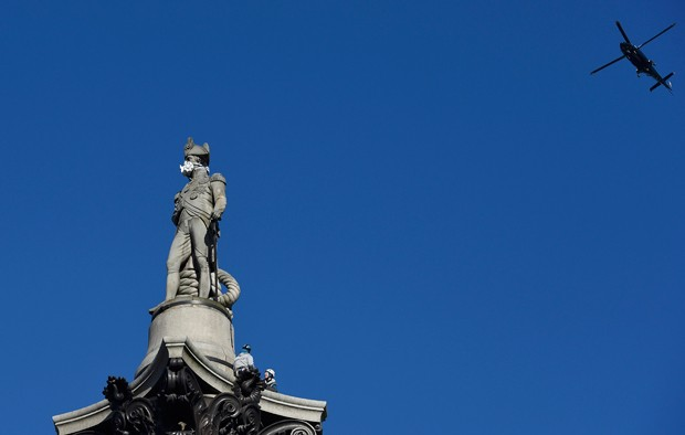 estatua AÇÃO POLUIÇÃO